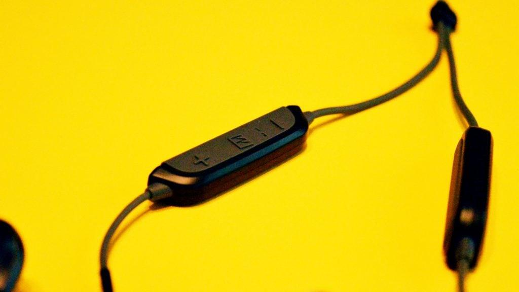 MEE Audio X8 Controls