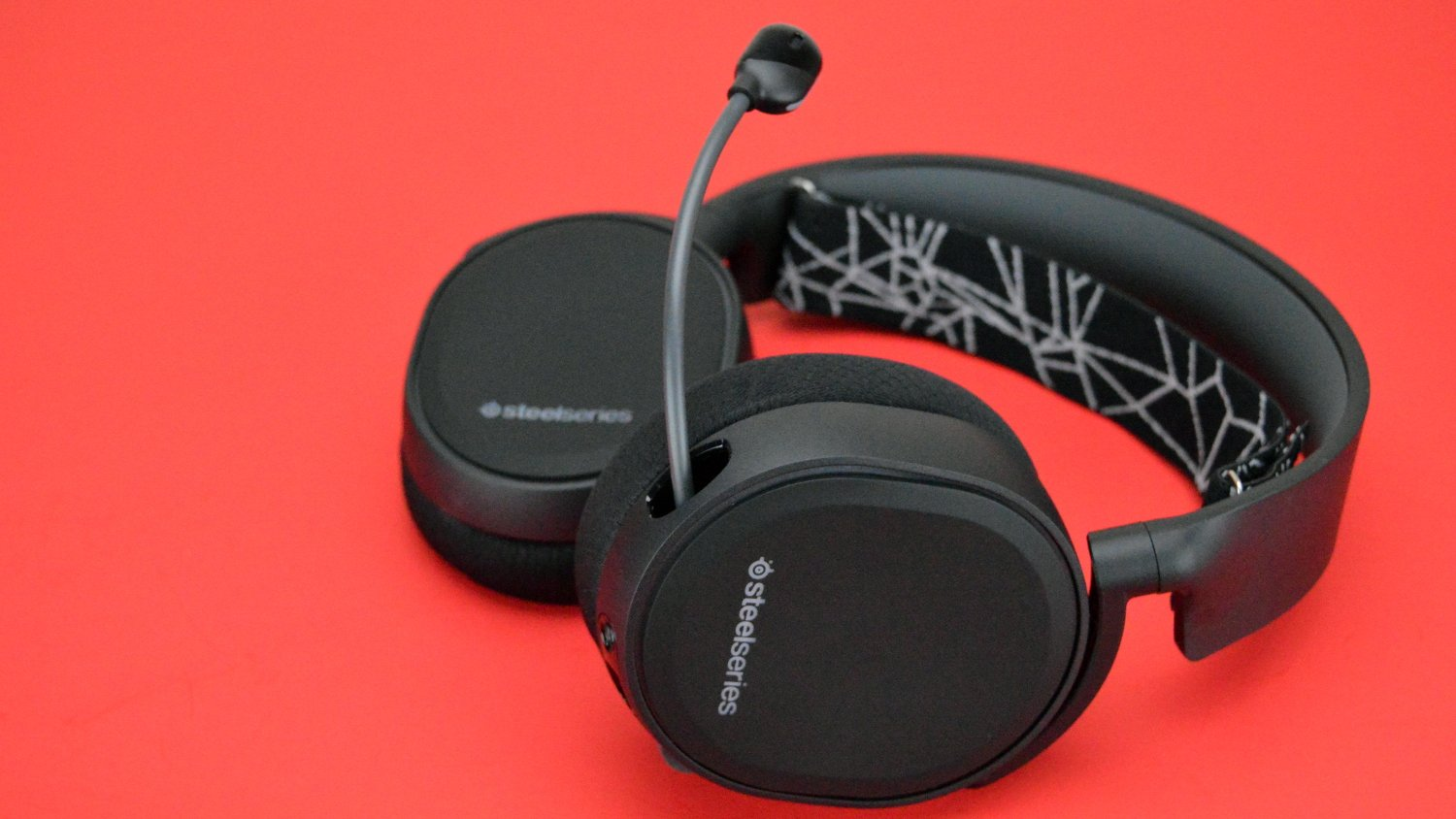 SteelSeries Arctis 5 Gaming Headset Review - Headphone Review
